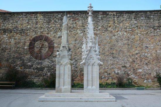 Cathedral of the Assumption: L'ancienne pointe et la nouvelle