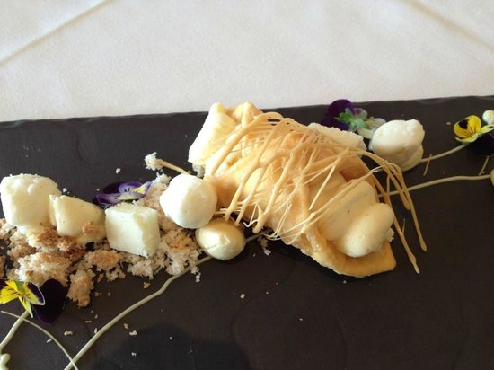 Esca Bimbadgen Restaurant: White chocolate cannoli - coconut sorbet, coconut ice, soft macaroon, cream cheese