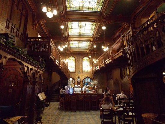Caru' cu Bere : The interior 1