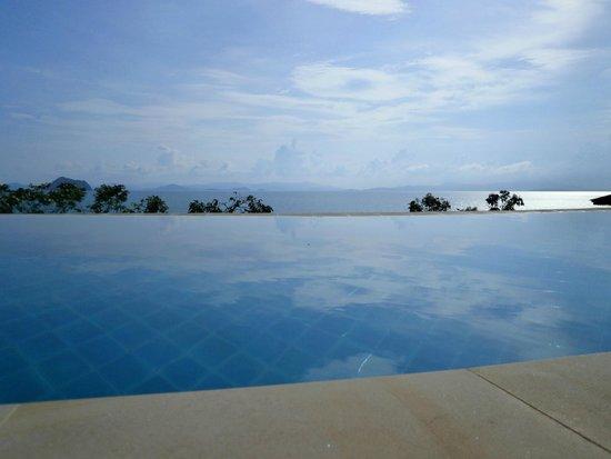 Santhiya Koh Yao Yai Resort & Spa: Pool Edge
