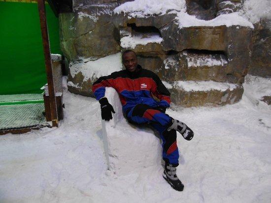Ski Dubai: Sentado na cadeira do rei na neve :)