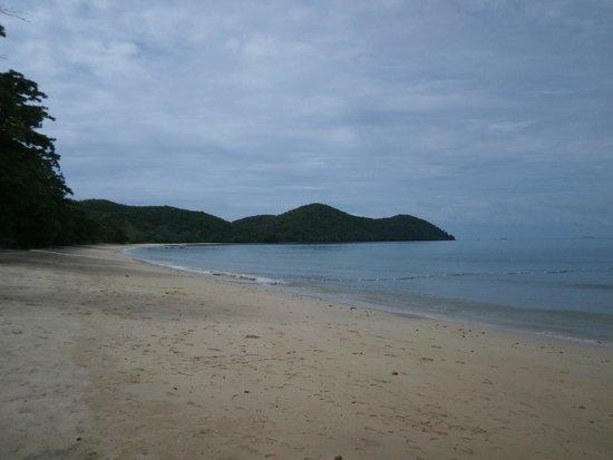 Santhiya Koh Yao Yai Resort & Spa: View of beach from resort