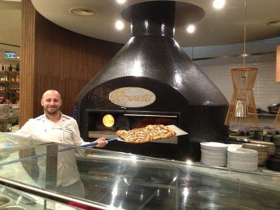 Brunetti : Fresh baked Pizza