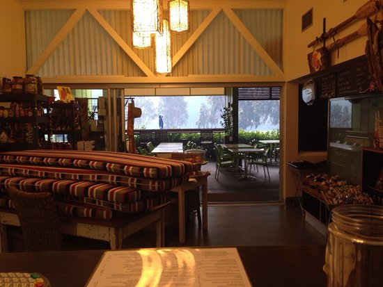 Tillers Cafe Pantry & Restaurant: Smokey afternoon