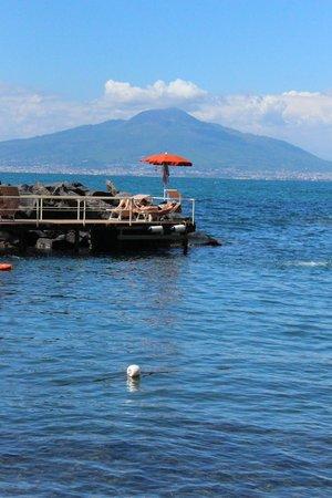 Grand Hotel Ambasciatori: View of jetty over looking Bay of Naples