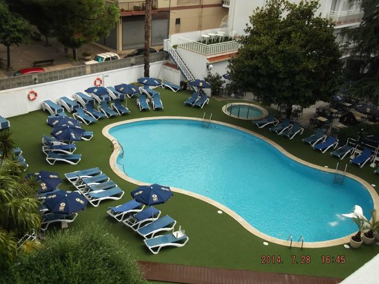 Hotel GHT Balmes & Apartments : In the balcony