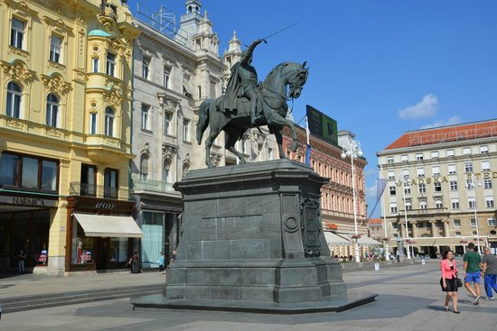 Jelacic Square (Trg Bana Josipa Jelacica) : Jelacic Square