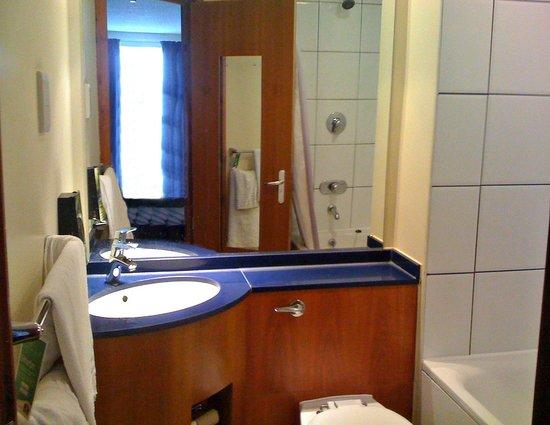 Premier Inn Blackpool East (M55, Jct4) Hotel: Bathroom