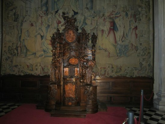 Basilica di Santa Maria Maggiore: Confessionale ligneo intagliato da Andrea Fantoni