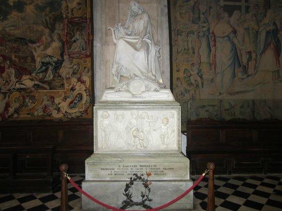 Basilica di Santa Maria Maggiore: Monumento a Gaetano Donizetti