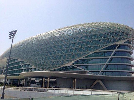 Yas Viceroy Abu Dhabi: Exterior of hotel