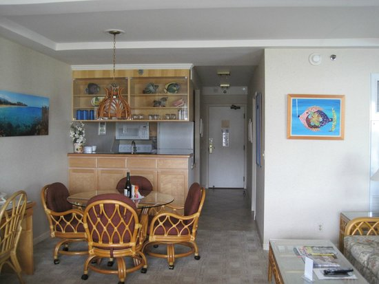 Aston at The Whaler on Kaanapali Beach: Entrance and kitchen of our room