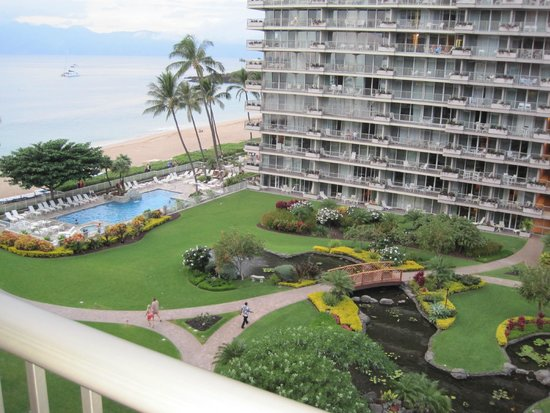Aston at The Whaler on Kaanapali Beach: Hotel gardens and pool area