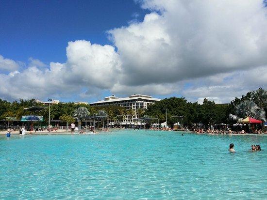Cairns Esplanade Lagoon : day view