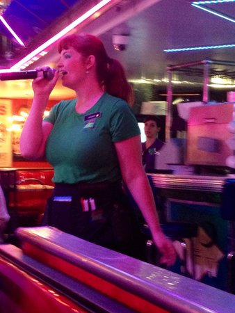 Ellen's Stardust Diner : Breakfast with a difference