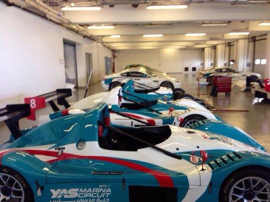 Yas Marina Circuit: In the pit garage