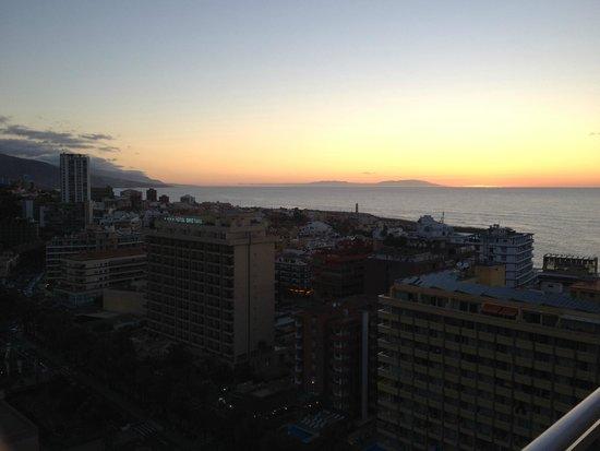 Bahia Principe San Felipe: Coucher de soleil, vue de la chambre (16e étage)