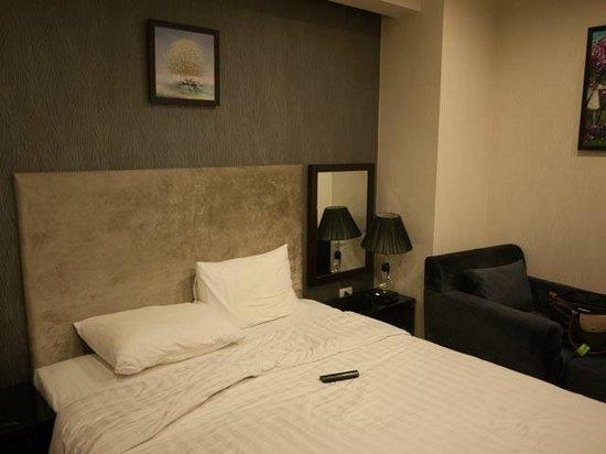 Hanoi Legacy Hotel - Bat Su: room
