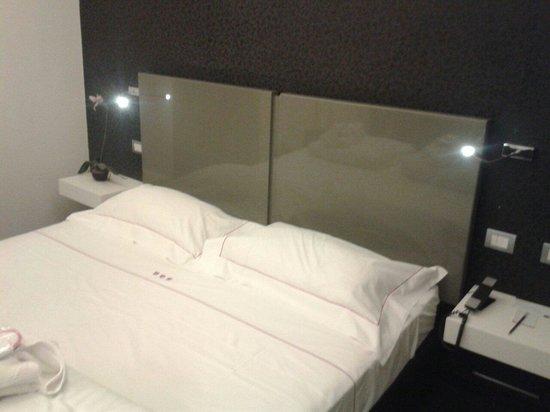 UNA Hotel One : Dettaglio letto