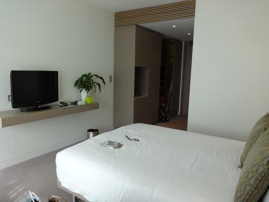 The Gibson Hotel: ...mais les chambres sont très fonctionnelles