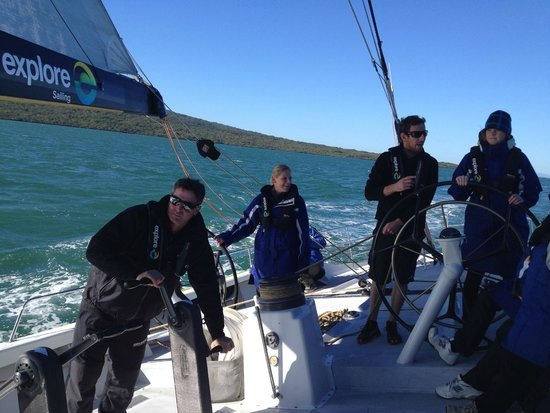 America's Cup Sail Experience : The team hard at work