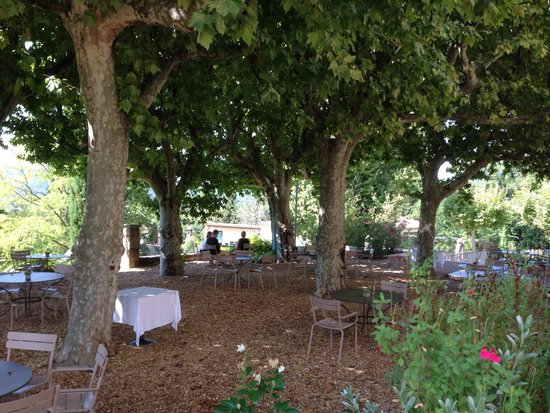 Les Lodges Sainte Victoire : Terrace at back of hotel