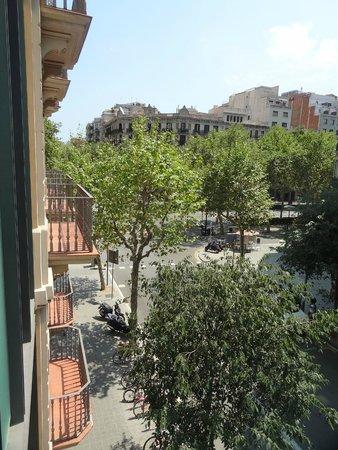 H10 Casanova : Looking out towards Gran Via de les Corts...