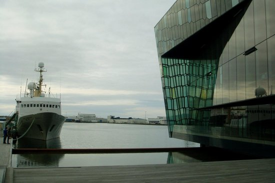 Harpa Reykjavik Concert Hall and Conference Centre: Harpa exteriör