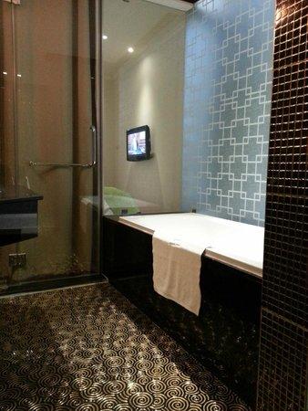 Hanoi Meracus Hotel 2: bath