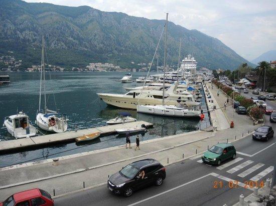 Villa Ivana: Вид на порт с террасы на крепостной стене