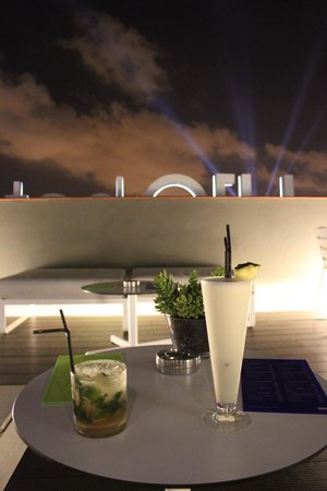 H10 Casanova : Night-time cocktails on the roof