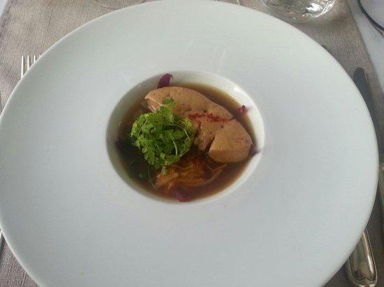 Les Griffons: Foie gras dans un bouillon de thé