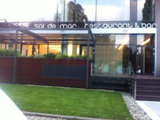 NH Collection Olomouc Congress: Alfresco dining at Sal de Mar restaurant