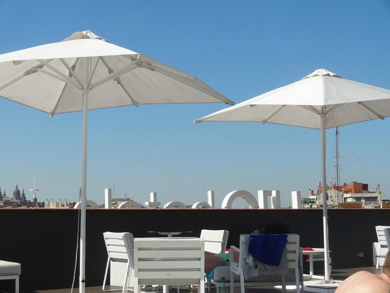 H10 Casanova : Roof terrace by day