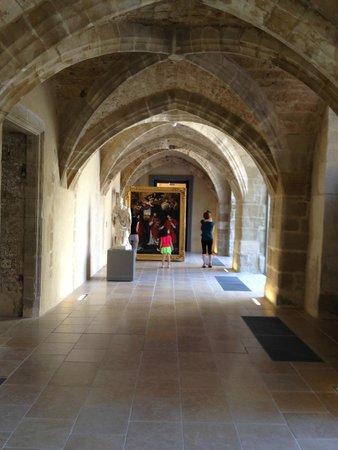 Musée de Valence, Art & Archéologie : Une galerie voûtée.