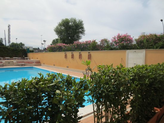 Cristoforo Colombo Hotel : Pool from bar/seating area