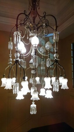 The Oberoi Grand: Original chandelier on the way to the function rooms