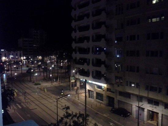 Ibis Casa Voyageurs: Ночной город