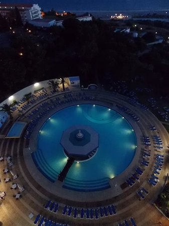 Pestana Delfim Hotel: the pool in the evening
