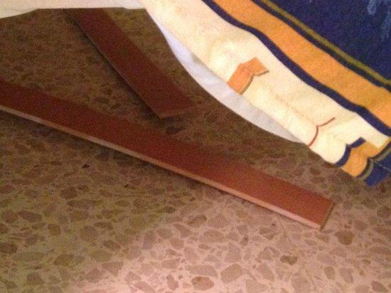 Blue Sea Santa Maria: broken bed