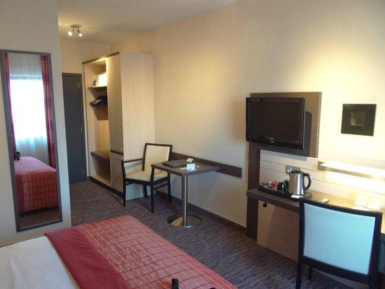 Hotel Lido Mons Centre : chambre