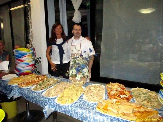 Hotel Caraibi: Cuoco e Sig.ra Prisca