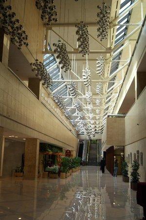 Crowne Plaza Moscow World Trade Centre : Die Räume sind riesig und hoch