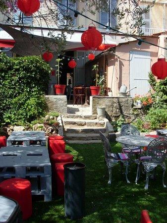 Restaurant et si un jour c t jardin dans tourves avec for Restaurant dans un jardin