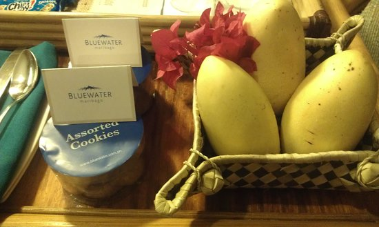 Bluewater Maribago Beach Resort: Complimentary cookies and mangoes