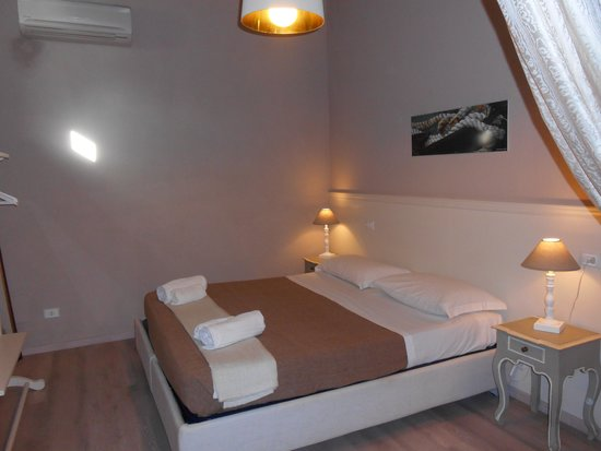 Bed and Breakfast Botrona: stanza matrimoniale