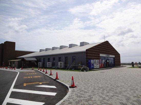 Michi-no-Eki Rakura, Shiokaze Okoku: 道の駅ちくら 潮風王国