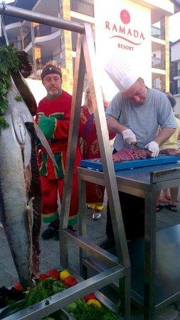Ramada Resort Akbuk: Osmanlı kültürü eşliğinde kuzu tandır...