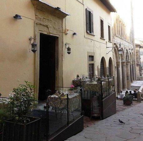Terrazza sotto La Pieve di Santa Maria - Picture of Ristorante San ...