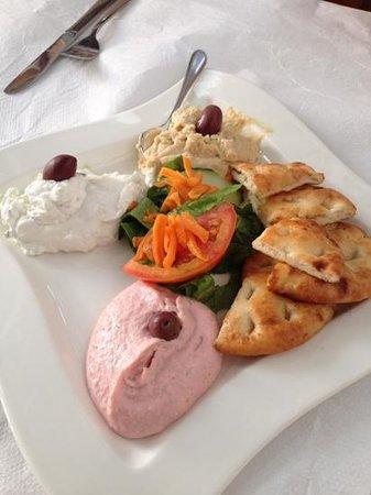 Stefany's Restaurant : trittico di humus, tsamaras e tzatziki